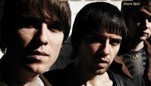 Britská indie-rocková kapela The Cribs ohlásila svůj první koncert v Praze!