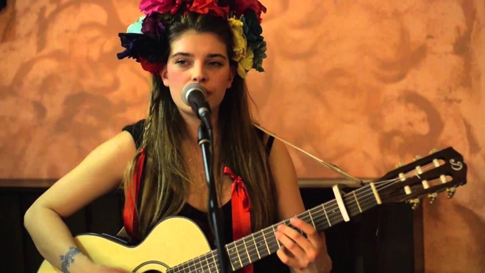 KATARZIA – mladá slovenská písničkářka se ukáže v sobotu 5. dubna v Jazz Docku
