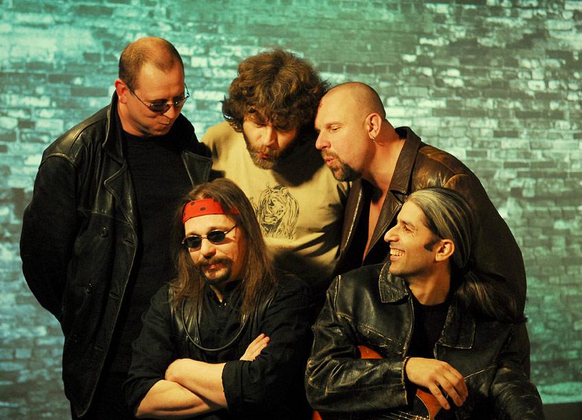 Mrakoplaš vydává kdvacátému výročí kapely album Hlídač