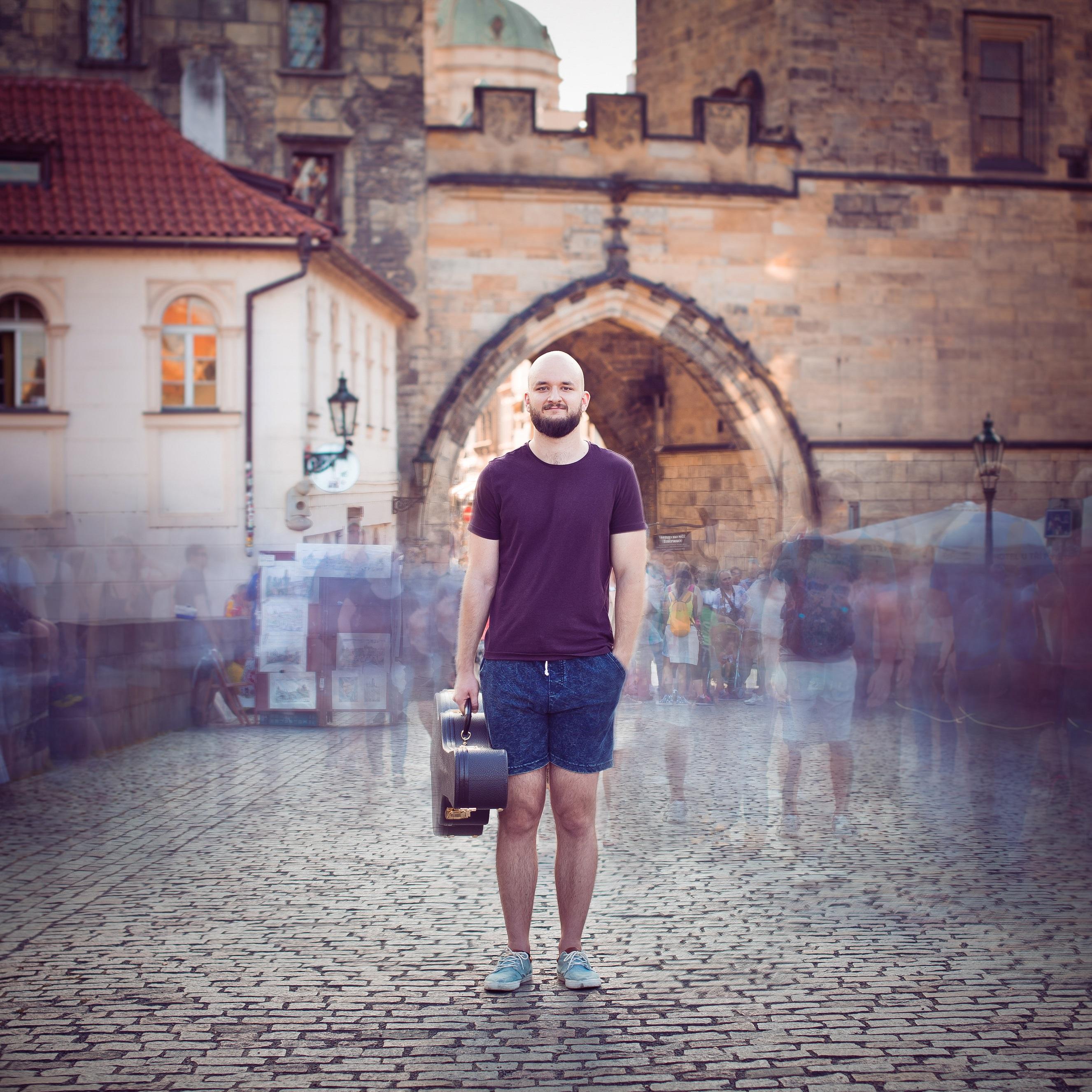 POKÁČ vydává debutové album Vlasy!