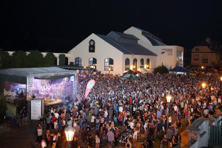 Léto v Prazdroji – to jsou čtvrteční koncerty se vstupem zdarma!