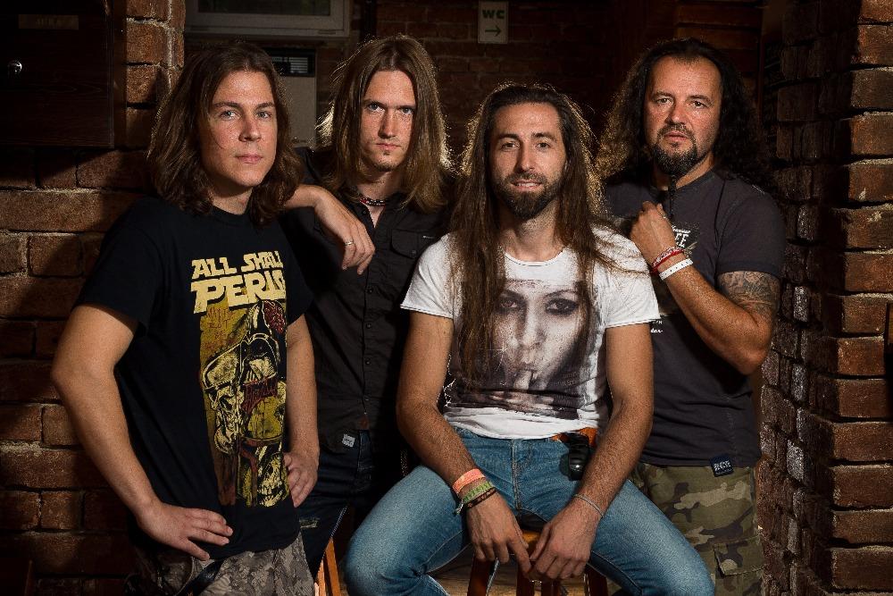 Brněnská rocková smršť GATE Crasher vydává výběrovku 10 LET!