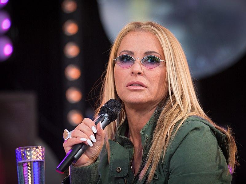 Modré brejličky, blond hříva a nezaměnitelný hlas. Diva popu Anastacia rozhýbe Olomouc!