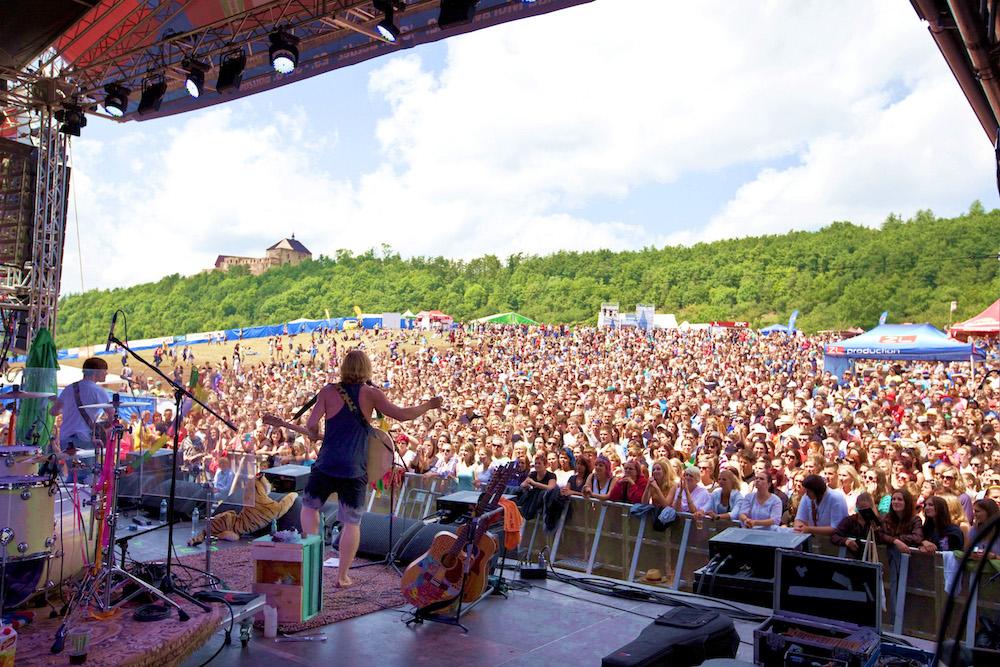 Festival Hrady CZ startuje na Točníku s Tomášem Klusem,  Divokým Billem či Škworem  Nově nabízí VIP kempy Plus – na festival jako do hotelu!