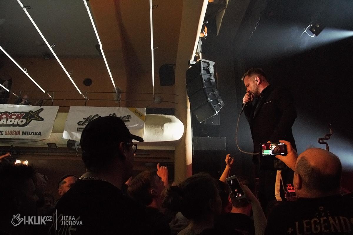 """Palác Akropolis a křest EP """"Veď mě"""" kapely Cocotte Minute provázela divoká atmosféra"""