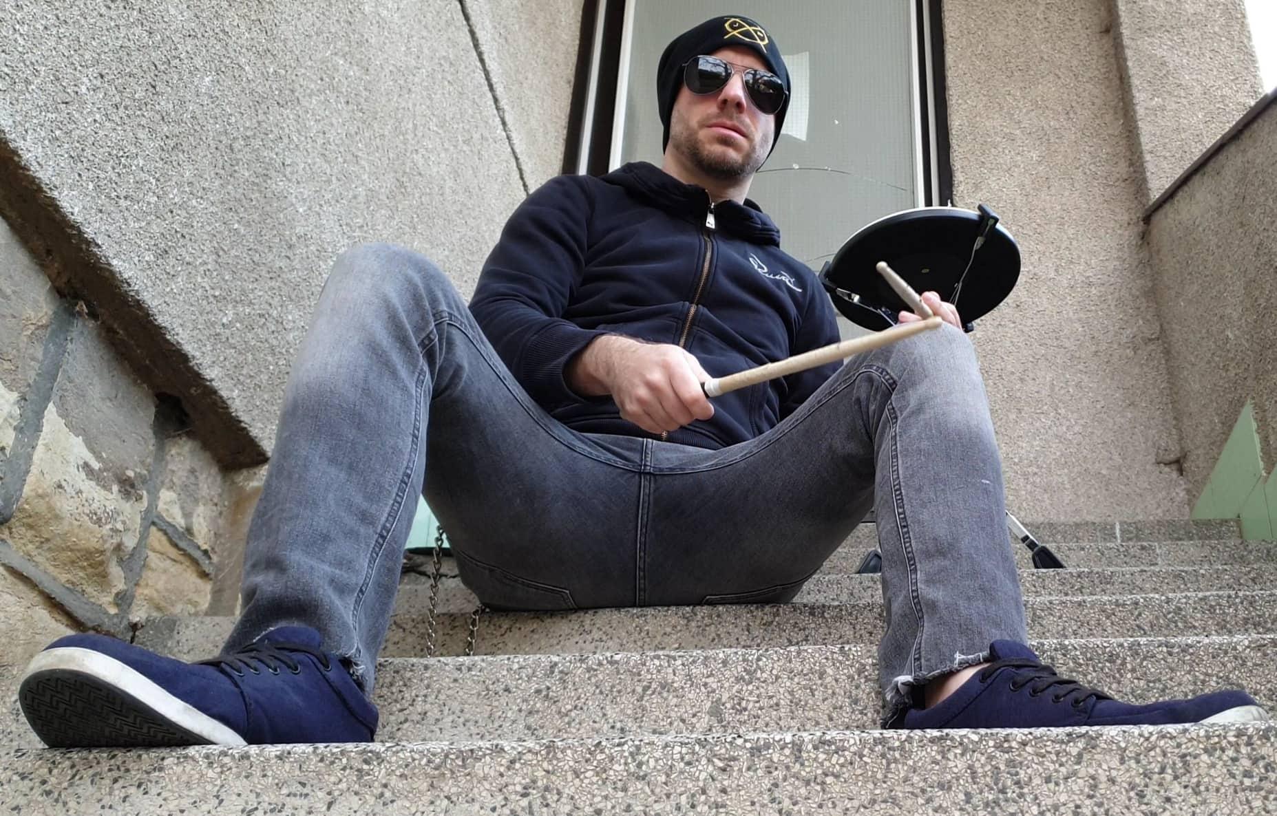 Jan Frohlich vydává nový drumcover!