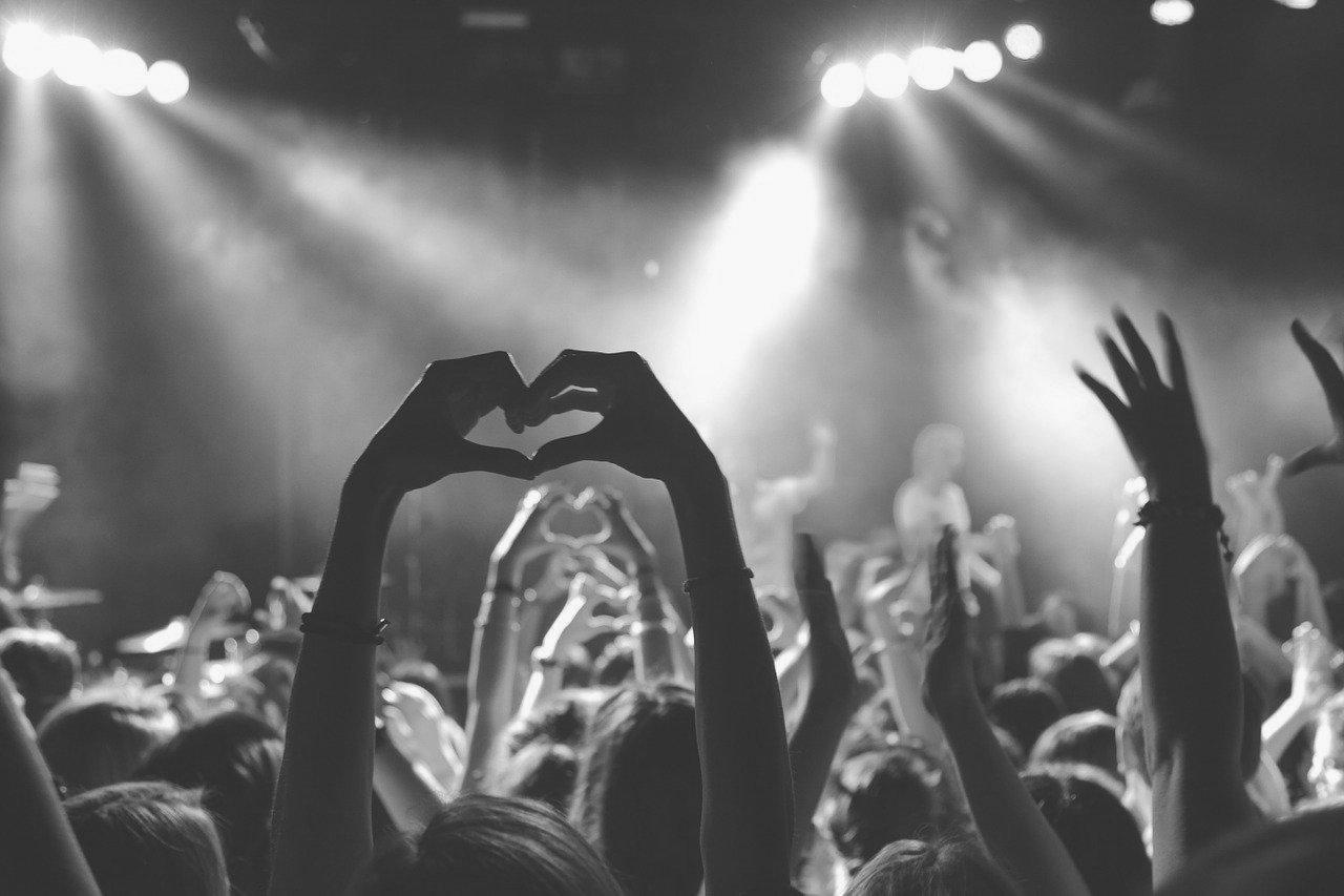 Umělci koronaviru navzdory! On-line hudební večery vyvrcholí Koncertem pro milion
