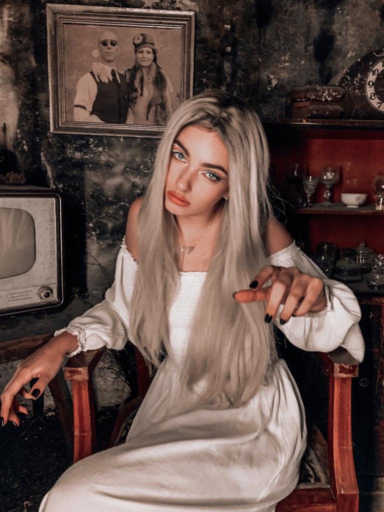 Mladá zpěvačka Nelly vydala singl s videoklipem