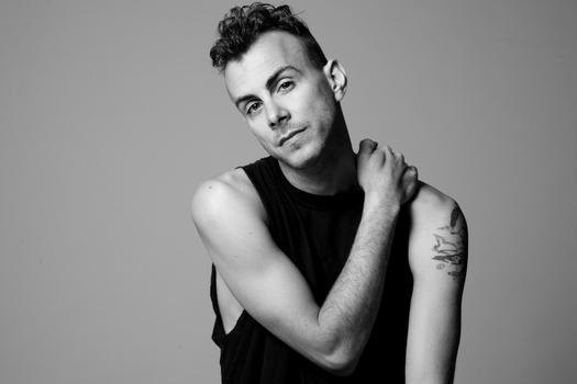 Izraelský písničkář Asaf Avidan zahraje poprvé v České republice na festivalu Colours of Ostrava 2013!