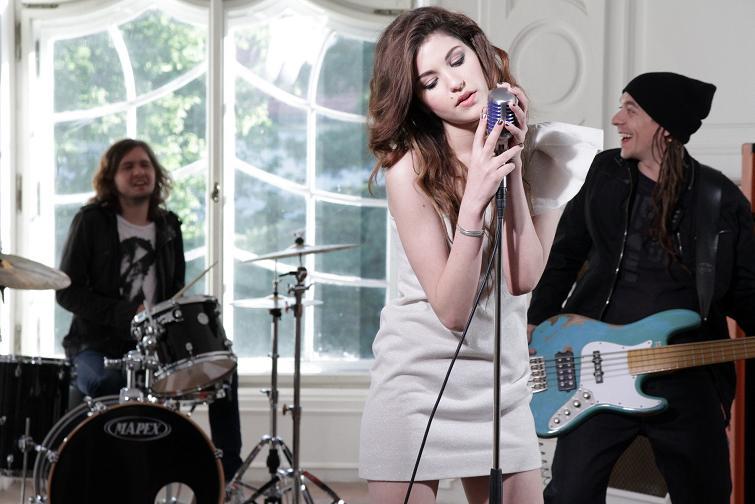 Celeste Buckingham vydává další videoklip a pokřtí své debutové album!