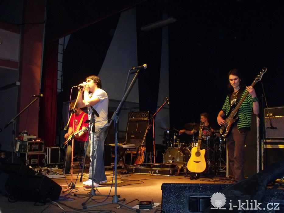 Kapela Liwid si znovu zahrála před UDG (fotoreport)