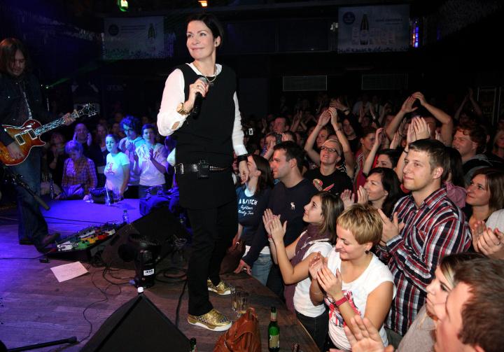 Anna K., zpěvačka roku hudební ankety Žebřík, vyráží na turné k albu Relativní čas!